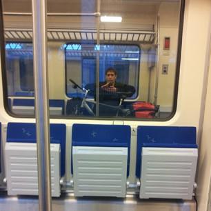 Fahrrad mit Besitzer in NS-Sprinter #nl913