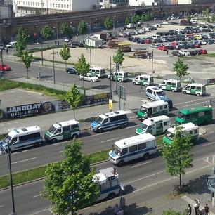 Treffen der anonymen Polizisten nahe der Jannowitzbrücke