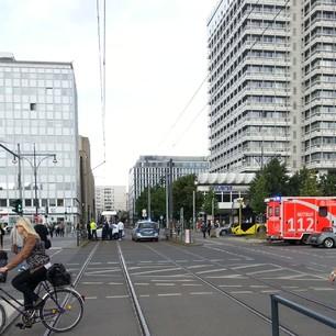 Grund der Sperrung: Polizei/Notarzteinsatz @bvg_tram