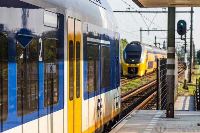 NS Sprinter und VIRM in Zaltbommel