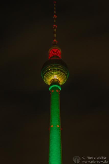 Beleuchteter Fernsehturm zum 45. Geburtstag