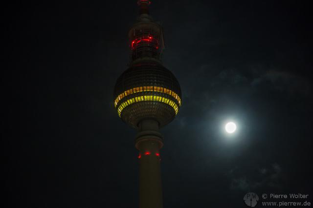 Fernsehturm und Mond