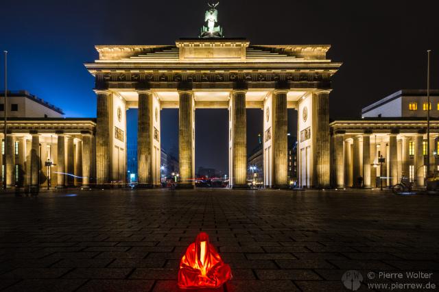 Mini-Wächter vorm Brandenburger Tor