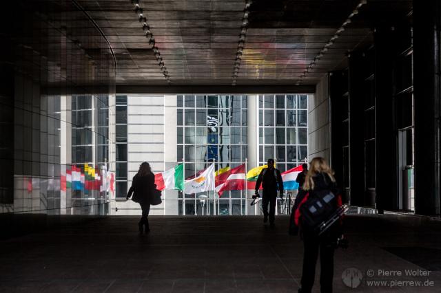 Flaggen am Europaparlament Brüssel