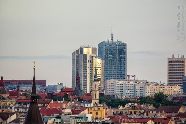 Alt vs. Neu, Prag