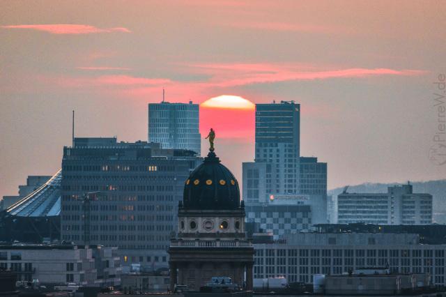 Sonnenuntergang zwischen City West-Hochhäusern