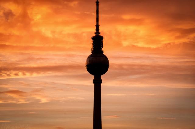 Fernsehturm-Zoom bei Sonnenuntergang