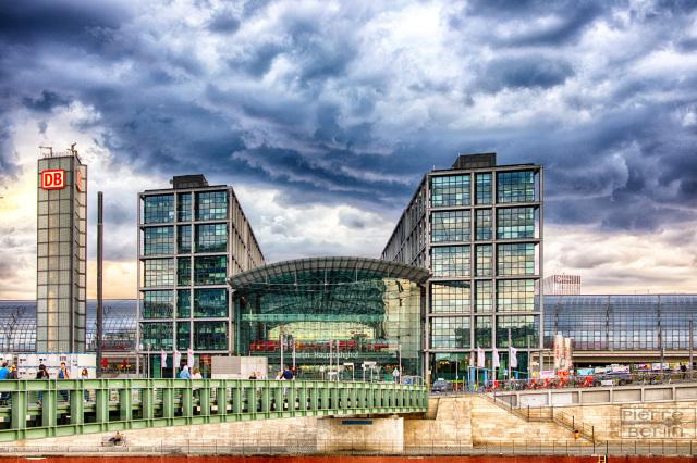 Voll dramatisches Hauptbahnhof HDR