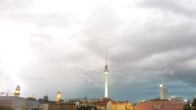 Blitze + Blitzeinschlag