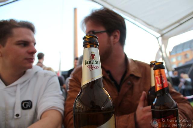 Steff & Thomas hinterm Bier