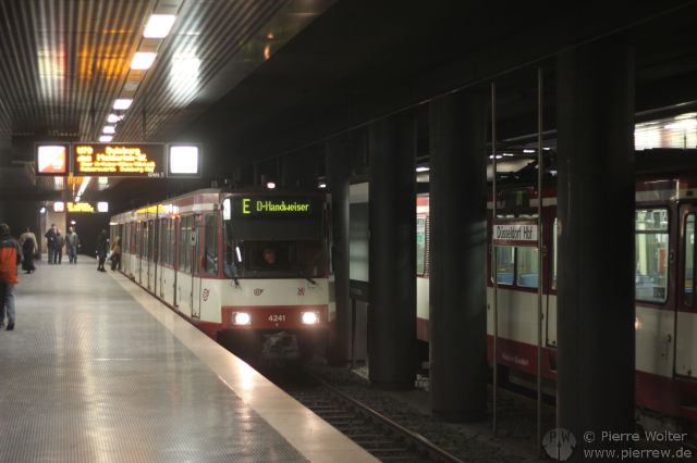 Wagen Nr. 4241 der Rheinbahn, Düsseldorf Hbf