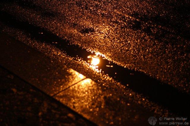 Regen, Laternen-Reflektion