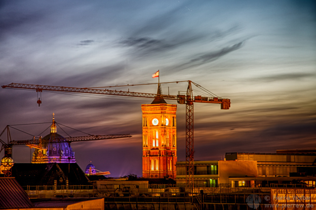 Rotes Rathaus - Sonnenuntergang (HDR-Spielerei)