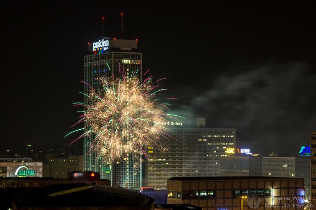 Feuerwerk Alexanderplatz / Berlin leuchtet
