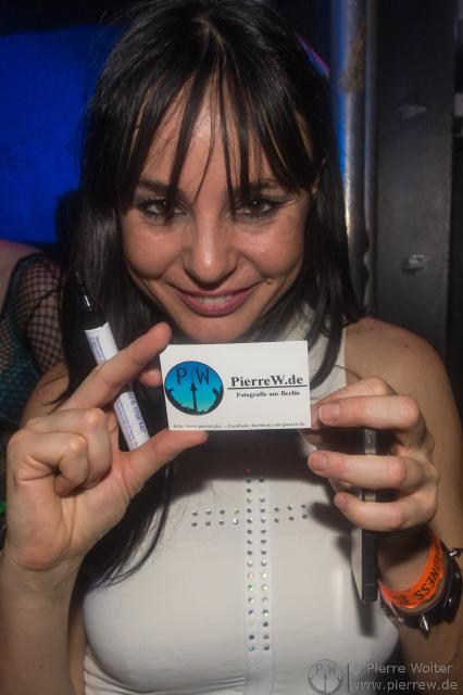 A PierreW.de Visitenkarte in the Hands of DJ Stephanie