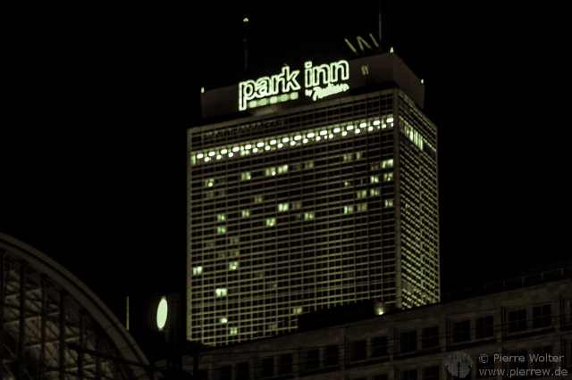 Park Inn in the dark verunstaltet
