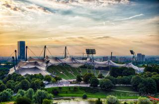 Olympiastadion in München im Sonnenuntergang