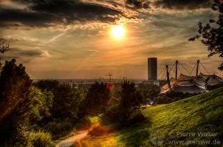 Sonnenuntergang über Olympiapark und Olympiastadion