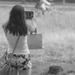 Tourist während Tablet-Fotografie
