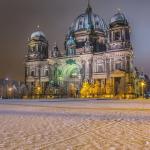 Berliner Dom mit Schnee
