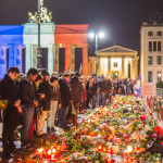 #ParisAttacks // Gedenken am Brandenburger Tor