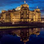 Reichstag, Blaue Stunde, Spree-Reflektion