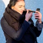 Lara schminkt sich :-)