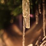 Eiszapfen an Glühweinhütte