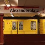 U-Bahn im Bahnhof Alexanderplatz (U2)
