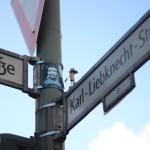 Neues Korkenmännchen an der Spandauer // Street Yogi