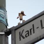 Korken-Figur-Street Art // Street Yogi