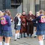 Naughty Schoolgirls und Kirchliche