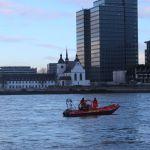 DLRG sichert den Rhein