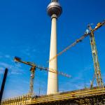 Fernsehturm mit Baustelle