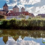 Dom St. Peter - Osnabrück, mit Spiegelung im Wasser