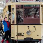 Lexi an Straßenbahn-Wagen 3802 vom Typ TM 34