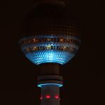 Fernsehturm in himmelblau