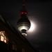 Fernsehturm, dahinter der Mond