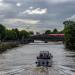 Boot auf der Spree / Regio auf Brücke