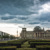 Gewitter ziehen auf über dem Reichstag